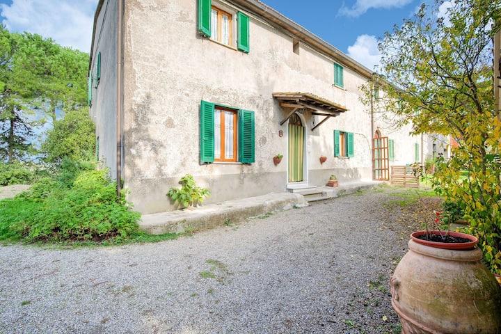 Maison de vacances reposante à Chianni avec jardin, terrasse, barbecue