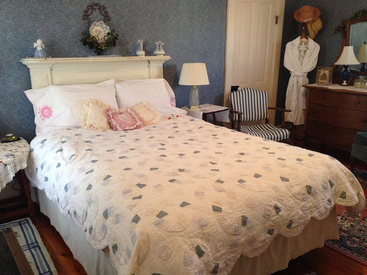 Hilty Inn Bed and Breakfast - Alice Room