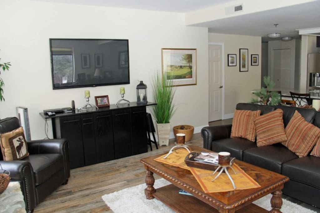 Mammoth Rental Silver Bear 37 Has A Large Flat Screen TV in the Living Room