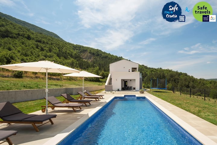 Beautiful Villa Tramonto, in Istria, with a Pool