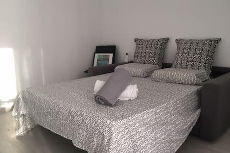COMFORTABLE BEDROOM - San Gwann