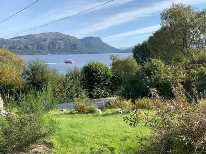 Den lille plassen ved fjorden