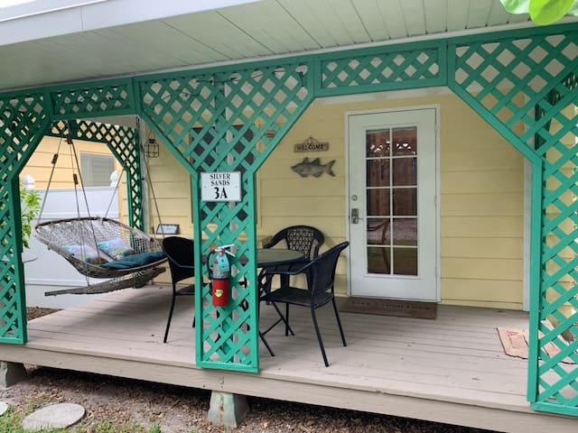 Adorable Cozy Silver Sands Cottage on Siesta Key!!