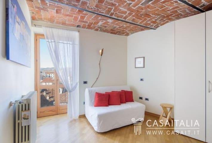 attico su due piano in prestigioso palazzo storico - Acqui Terme - Apartmen