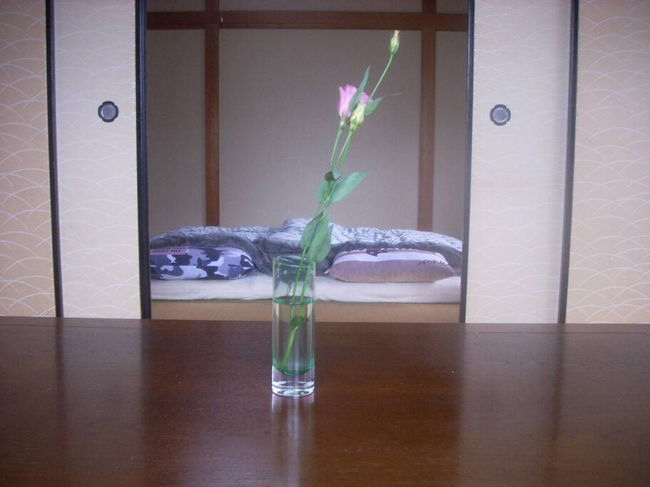 Private room.10畳と6畳の二つの部屋を広く使えます。