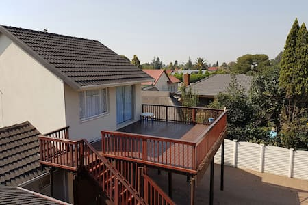 Very comfy and funky 4 sleeper - Alberton - Wohnung