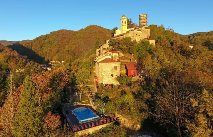 Historisches Ferienhaus mit Pool - Tresana - บ้าน