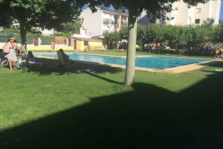 Amplio apto con piscina en un entorno inmejorable - El Tiemblo