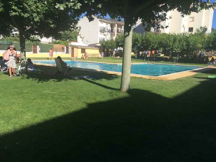 Amplio apto con piscina en entorno inmejorable