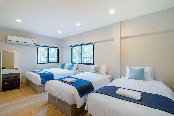 Bedroom 3 - 1 queen bed 2 single beds