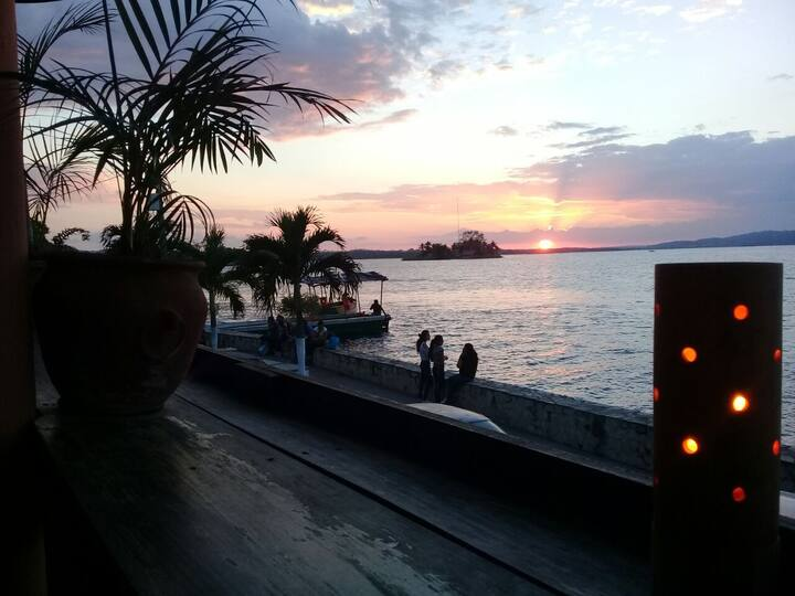 Flores Island, Waterfront Private Lakeview(Sunset)