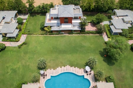 Sangeet Vilas - Chic farmhouse with a BBQ facility