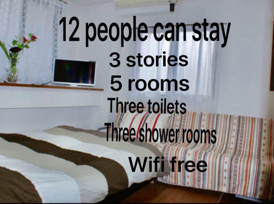 12人泊まれる 3階建て 5部屋が有ります 3つトイレ、シャワールームがあります。 First floor: one semi double bed and one sofa bed 2nd floor: one double bed and 2 -3Japanese futon 3th floor: one semi-double bed and 2 -3Japanese futon