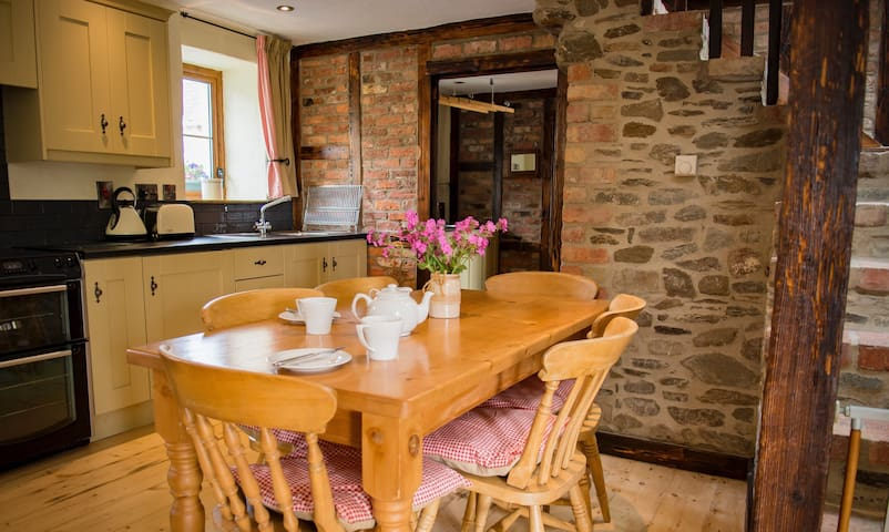 Converted country stone barn - Omagh