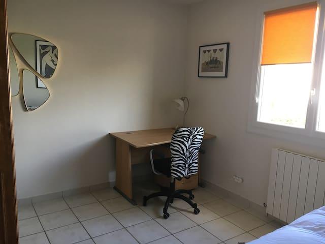 Coin bureau dans chambre 12m2