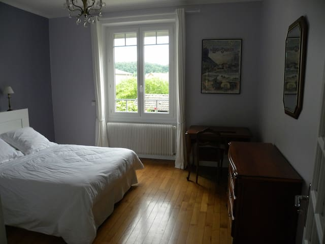 Lons-le-Saunier, appartement 4 pers 90m2 (ROUGIN)
