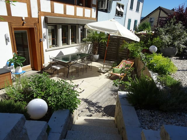 B&B in charming house, quiet, close to the lake - Thalwil - 家庭式旅館