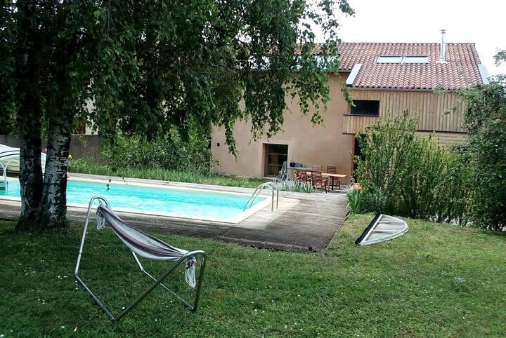 Chambre et SDB privées piscine idéal Jazz à Vienne