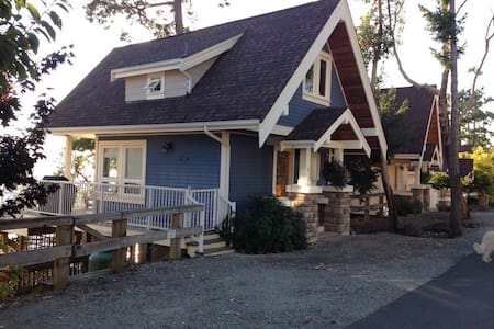Waterfront Indulgent Cottage with everything! - Pender Island - Kulübe