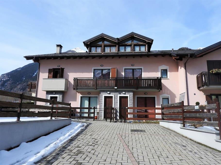 Vista dell'appartamento dall'esterno (piano primo e mansarda)