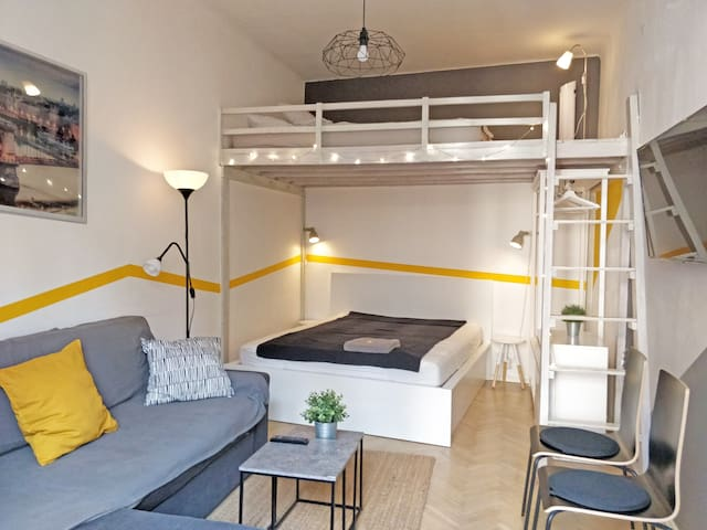 Stylish well located and equipped city retreat