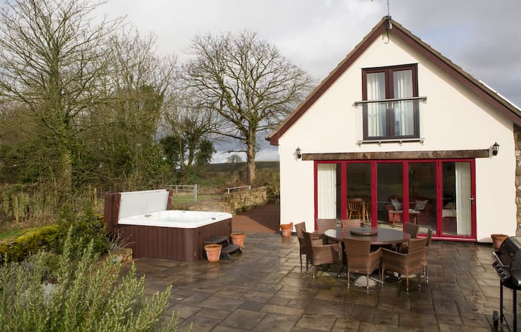 Coxbury Nook - rural cottage with hot tub - Gloucestershire - Rumah