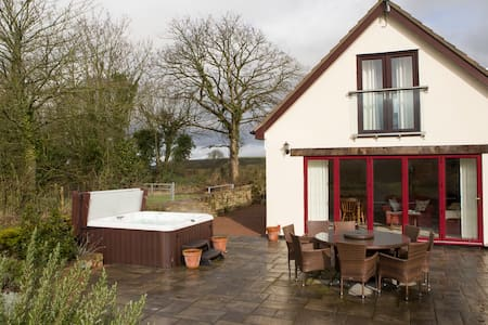 Coxbury Nook - rural cottage with hot tub - Gloucestershire - Hus
