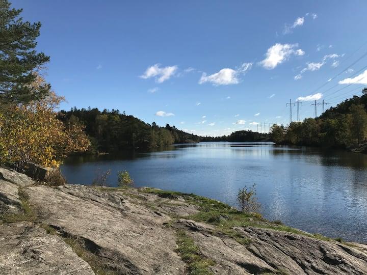 Villa nära sjö, Gunnebo, Kvarnbyn och Göteborg