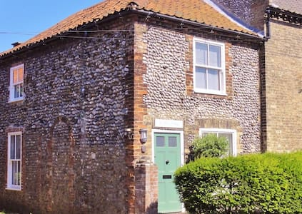 Woodbine Cottage - Ideal for 2 - Cley next the Sea