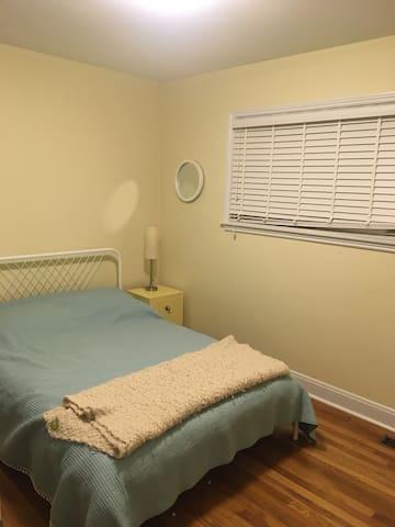 Room in Westphal/Woodlawn