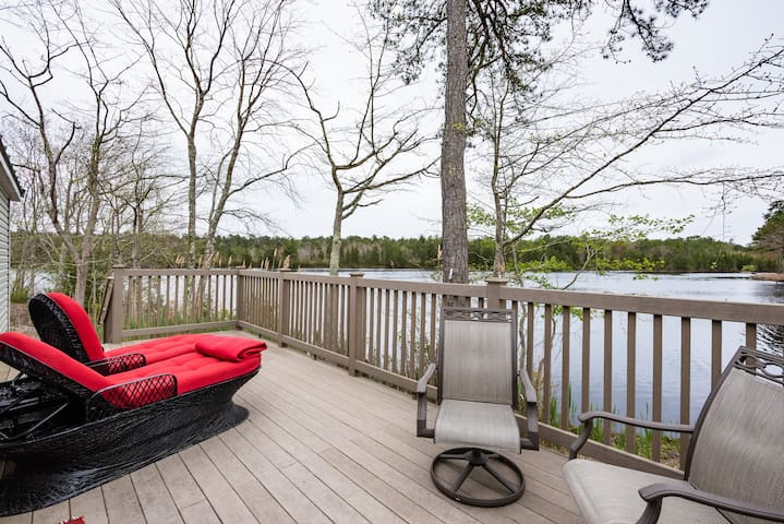 ROMANTIC GETAWAY Lakefront house Private  Scenic