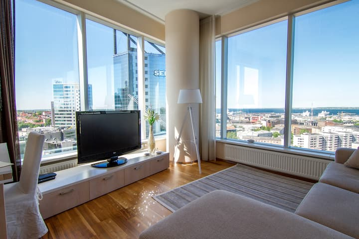 Seaview apartment in citycenter skyscraper