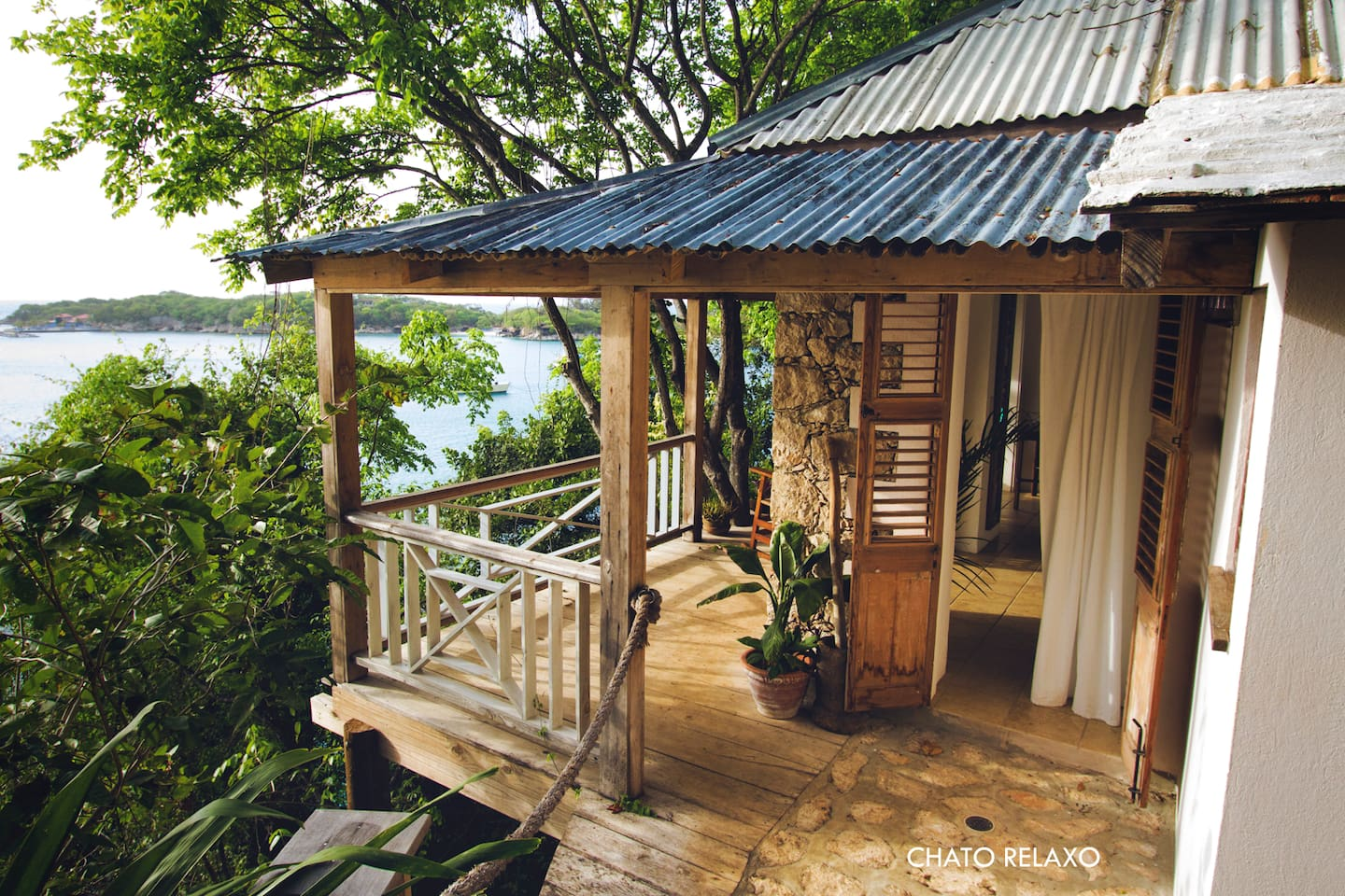 Chato Relaxo is a private bungalow in Labadie, Haiti.