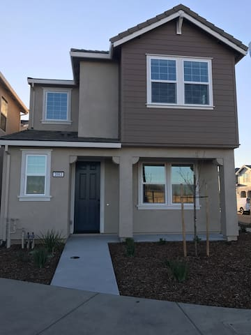 3 Private rooms 10 min from airport - Sacramento - Dom