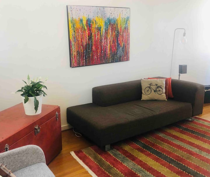 QUIET CITY LIVING - furnished room, city townhouse