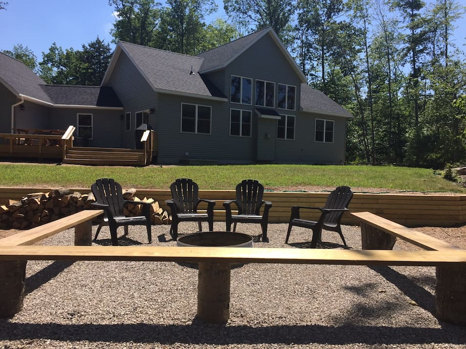 New glen arbor village home theater pool table cabins for Glen haven co cabin rentals