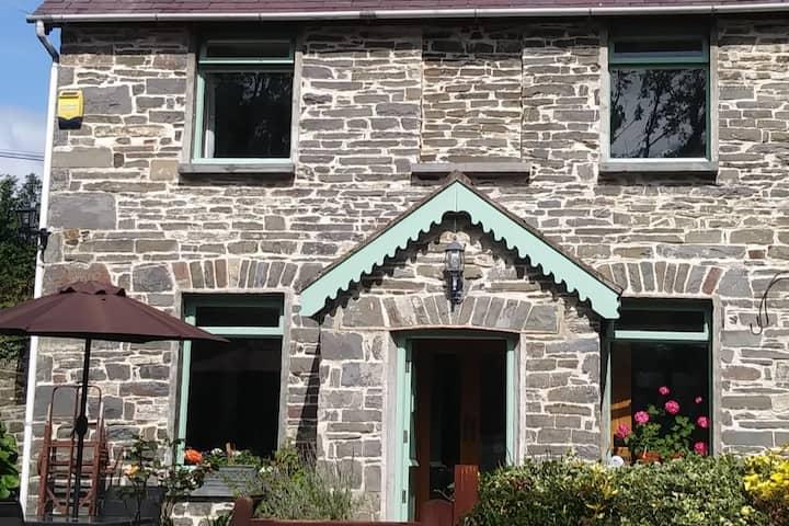 Mill Cottage - Pretty semi-detached cottage