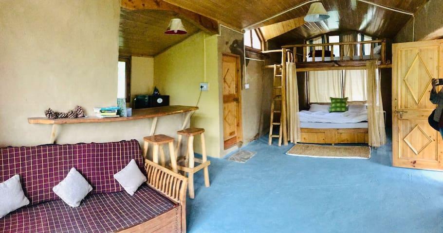 Himalayan Brothers : Family Loft Studio