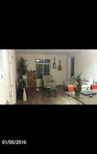Modern, luxury Apt- Clean - Apartamento