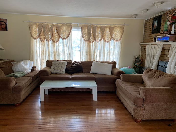 Airy and Spacious room near Yale/UNH/Sikorsky
