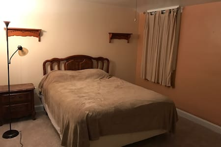 Serene Private  Bed room - Lansdale