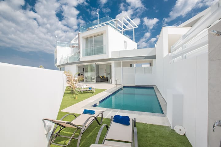 Villa Nikol, Exquisite and New 2BDR Protaras Villa