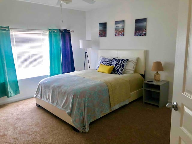 Cozy room near DC- Shuttle Bus & Gym - Free