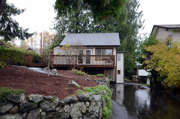 Cottage Style House In the Heart of Lake Cowichan - Lake Cowichan - Huis