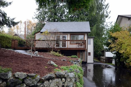 Cottage Style House In the Heart of Lake Cowichan - Lake Cowichan