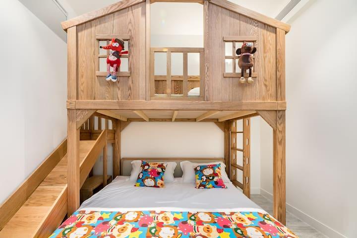 滑梯床上铺1.2*2m,下铺1.8*2m