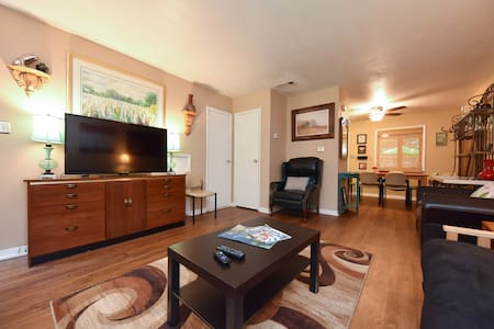Downtown Townhouse-Easy Walk to Bars & Restaurants