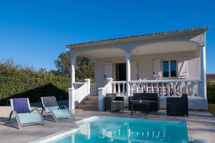 Villa de campagne avec piscine privée