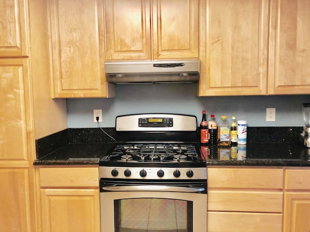 UCI 2 BR Townhome close to Newport Beach