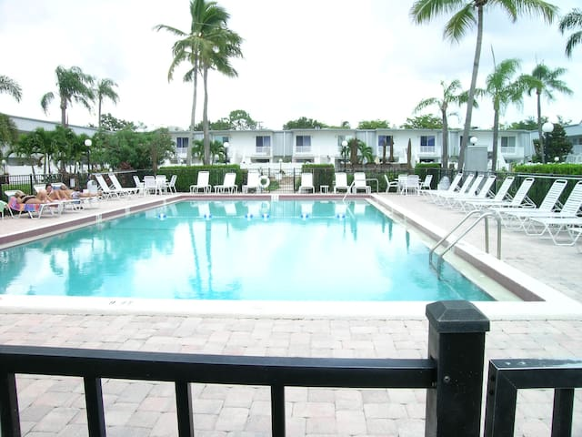 Regency: Beaches , Sunshine, Fun, Convenience - Fort Myers - Apartment